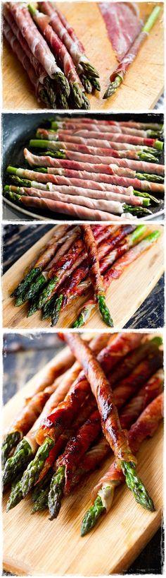 Enrolla el esparrago en una fina loncha de jamon, pon en una sarten un poco de aceite y cocina a fuego lento. Genial para tus cenas con amigos