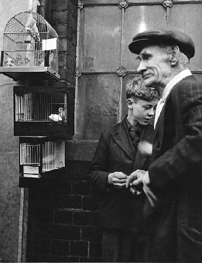 Homme et enfant aux oiseaux, ca. 1950 - Photo Izis Bidermanas