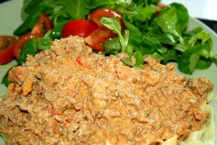Till 4 hungriga personer Köttfärs (nöt eller lamm), ca 800 g En hackad lök och…