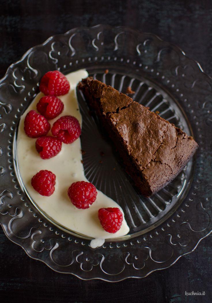 Torta caprese - włoskie ciasto czekoladowo-migdałowe