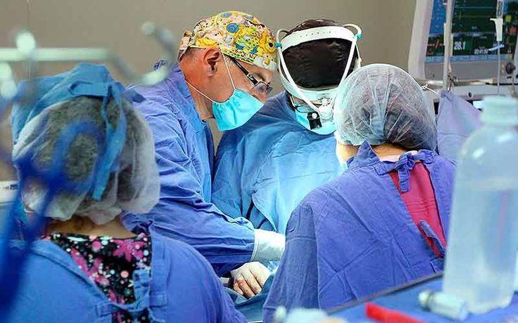 Doctor continuó operación a una niña a pesar del Terremoto en México