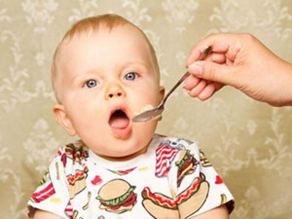 Stillen ist die beste Art, ein Baby zu füttern – reicht aber ab einem bestimmten Zeitpunkt nicht mehr aus. Hier erfahren Sie, ab wann man Beikost