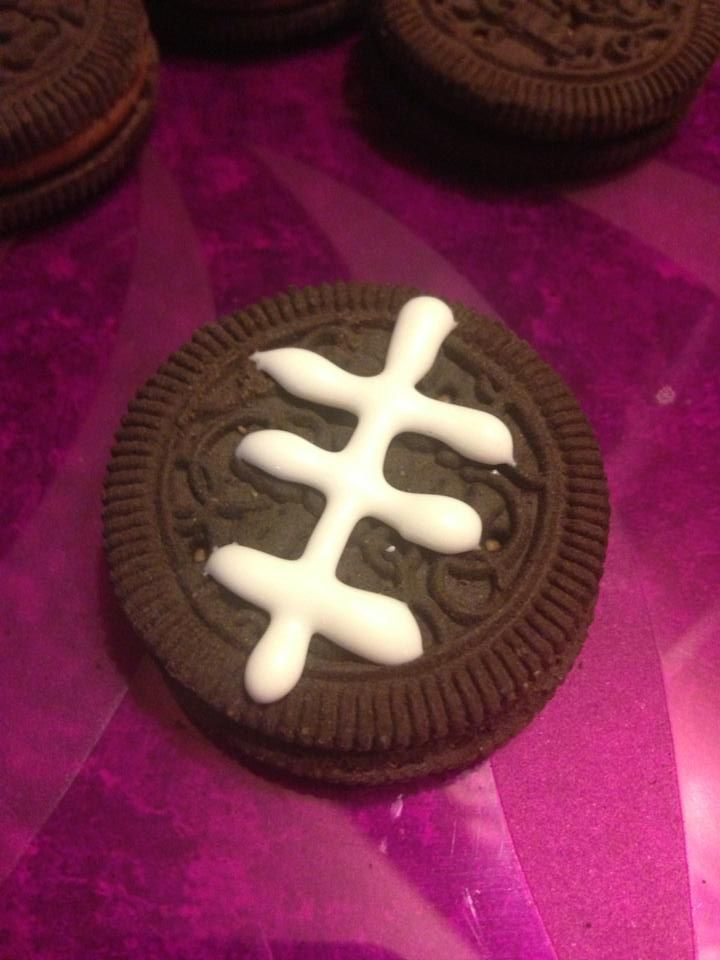 Super Bowl Oreos - cute and fast to make!