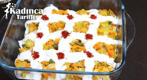 Kolay Pırasalı Etimek Salatası Tarifi en nefis nasıl yapılır? Kendi yaptığımız Kolay Pırasalı Etimek Salatası Tarifi'nin malzemeleri, kolay resimli anlatımı ve detaylı yapılışını bu yazımızda okuyabilirsiniz. Aşçımız: AyseTuzak