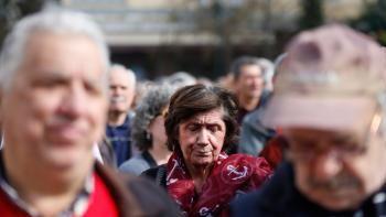 Ένας στους τέσσερις συνταξιούχους με εισόδημα κάτω από 500 ευρώ μεικτά | 902.gr