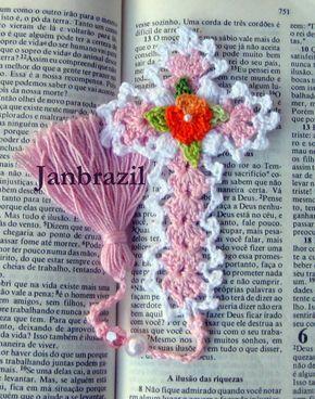 Marcador de Bíblia em crochê com pingente
