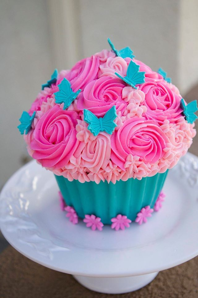 Cake Decorations For Cupcakes : Best 25+ Giant cupcake cakes ideas on Pinterest Giant ...