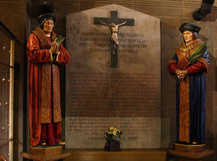 The names of 40 Martyrs of the English Reformation canonized in 1970 are inscribed between statues of St John Fisher and St Thomas More (both canonized in 1935). This is in the church of Our Lady of Victories in Kensington, London.// photo: Lawrence OP