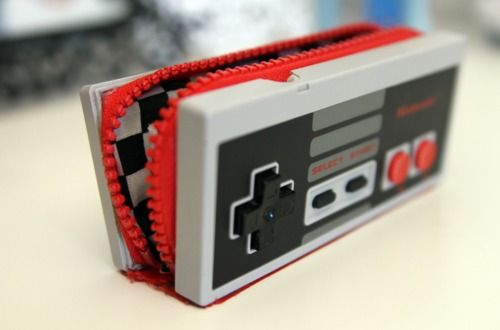 Nintendo controller clutch/wallet with pressable buttons. Instructions by Tumblr user Nekaela.