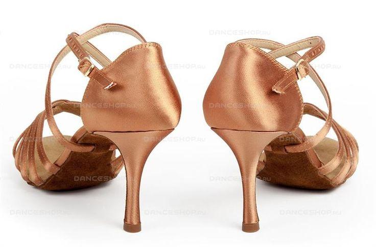 Туфли 25 размер белые каблук от5 см до7 см