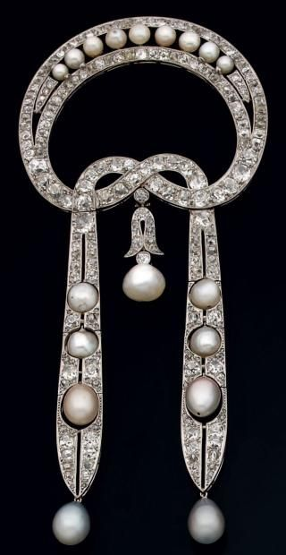 Broche en platino, brillantes,  perlas y bdiamantes talla rosa.  1915. Belle Epoque