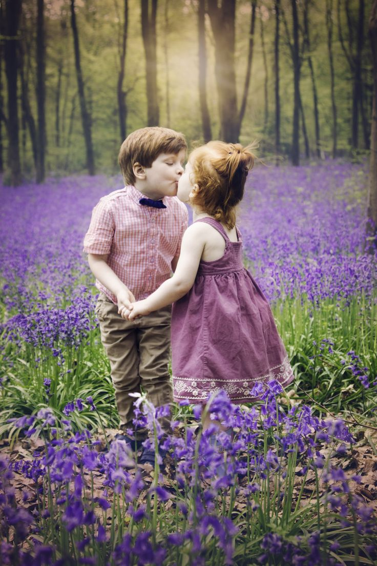 bluebell mini| bluebell photo shoot| Micheldever| Hampshire Photographer| siblings photo shoot|