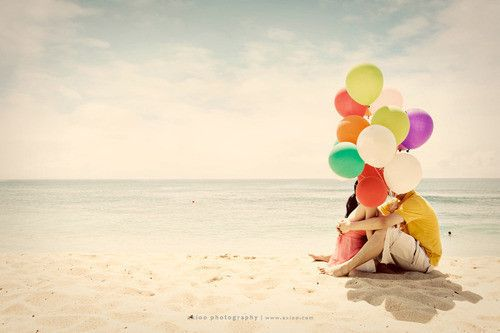 Balloons and the beach <3