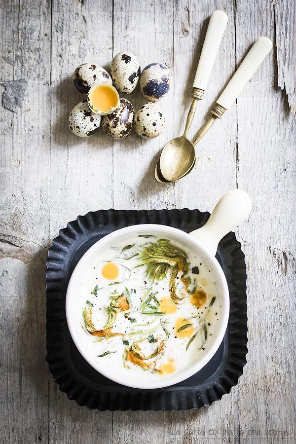 ... uova di quaglia in cocotte con fiori di zucchina, creme fraiche ed erba pepe ...