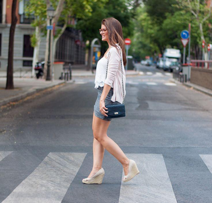 look-con-falda-ajustada
