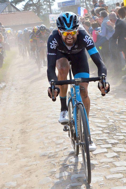 Paris Roubaix 2015 - Bradley Wiggins in full flow over the famous cobbles