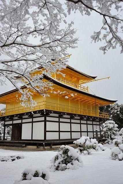 Kinkaku-ji+temple+in+snow,+Kyoto,+Japan.jpg 426×640픽셀