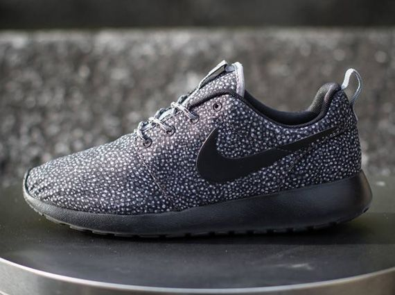 nike roshe run print cool grey\/white\/wolf grey\/black interior