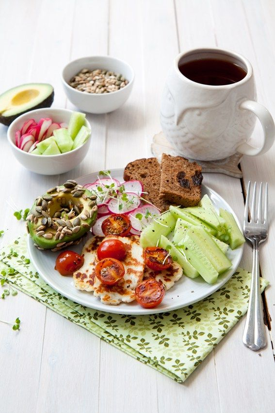 Halloumi breakfast plate with avocado, toast and veg - quick and easy 10-minute breakfast. Healthy, clean eating and totally delicious.
