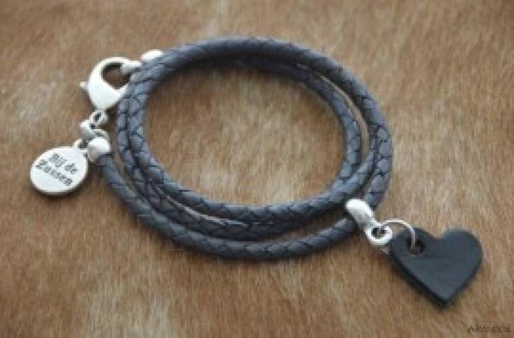Bij de ZUSSEN Wikkelarmband grijs leer met hart - WitZandGrijs wonen, sieraden en mode