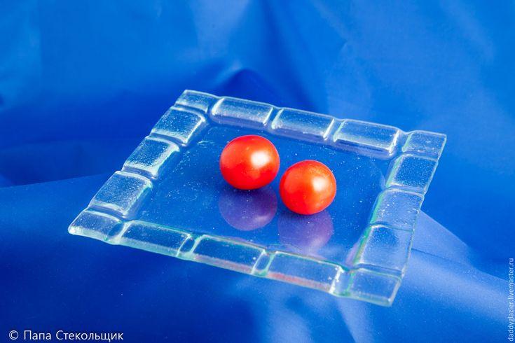 Купить Тарелка квадратная малая. Стекло. - прозрачная тарелка, тарелка под закуску, салатная тарелка