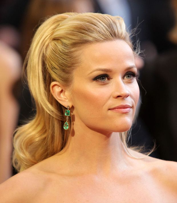 Reese Witherspoon looking stunning on the Oscars red carpet with a gorgeous take on a ponytail!