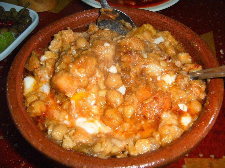 Lablabi, soupe de pois chiches épicé au cumin (tunisie). Entre ragoût et soupe lablabi est un plat cuisiné aux pois chiches et à l'huile d'olive, au pain, épicé, parfumé au cumin et au citron. C'est un plat végétalien (vegan) dans sa version de base.. La recette par Streetfood et cuisine du monde.