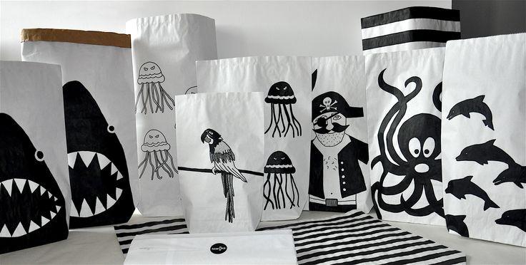 Papierowe worki w morskim klimacie #paperbags #storage #kidsdesign #szaryfika #blackandwhite #handpainted