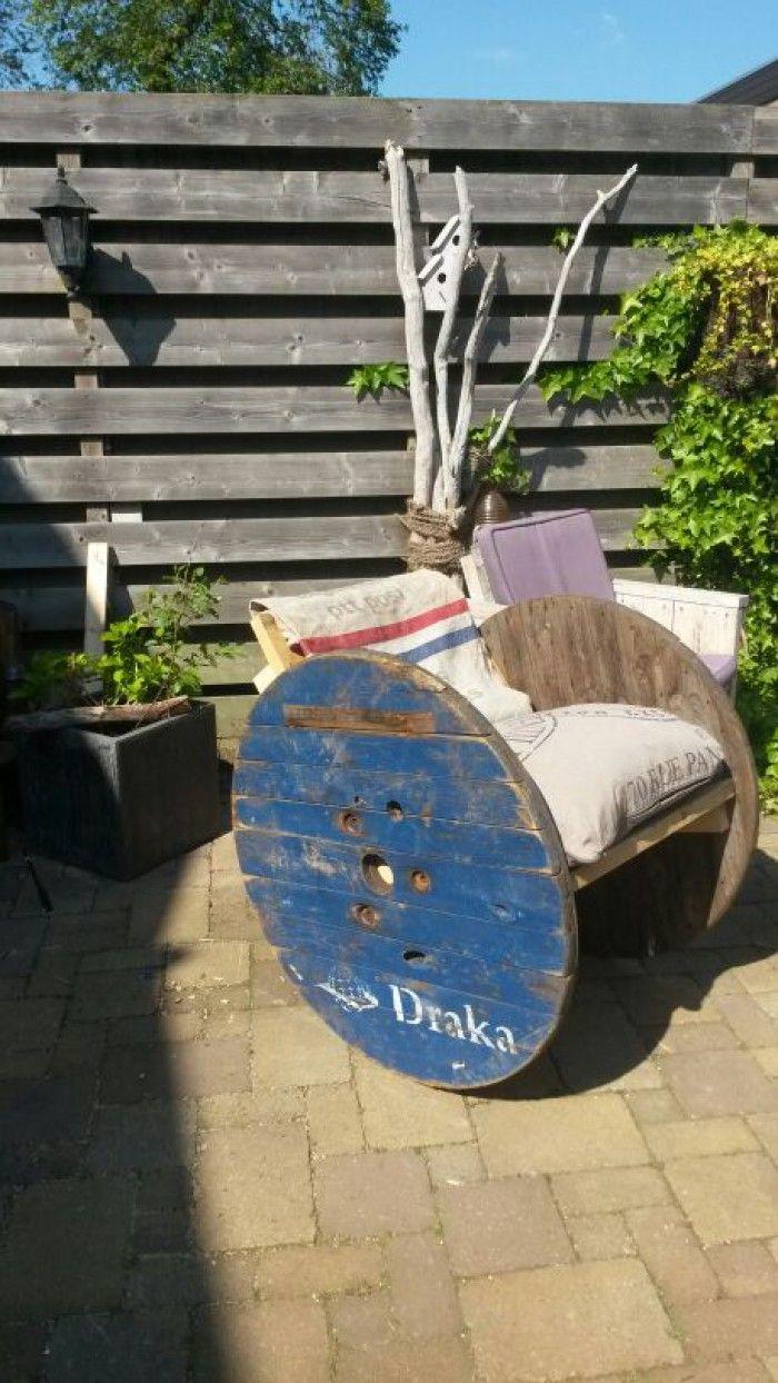 schommelstoel gemaakt van houten haspel