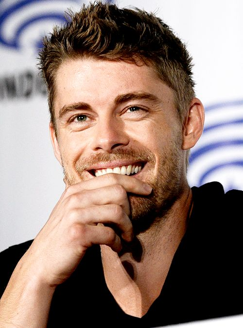 Luke Mitchell - looking not so serious as on Blindspot.