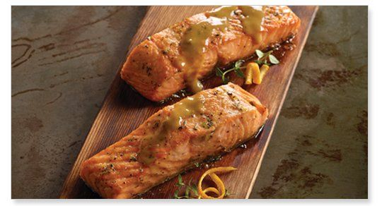 Het koken op een houten grill plank is een methode die zijn oorsprong kent bij de Noord-Amerikaanse indianen. Een eeuwenoude traditionele grill techniek om vlees en vis een unieke kleur en rooksmaak mee te geven.<br />  <br />  Gemaakt van duurzaam Noord-Amerikaans C