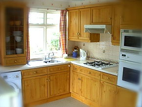 the kitchen at Headlands holiday cottage South Devon