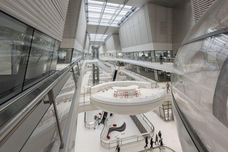 Odyssee unter der Radkappe - Technologiezentum von Foster + Partners in Korea