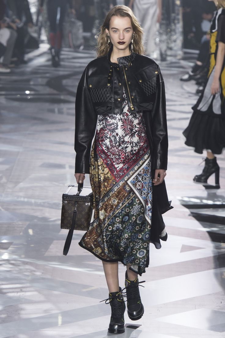 See the complete Louis Vuitton Fall 2016 Ready-to-Wear collection.