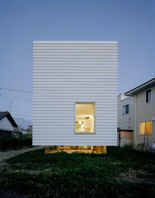 '2004' house by Hideyuki Nakayama