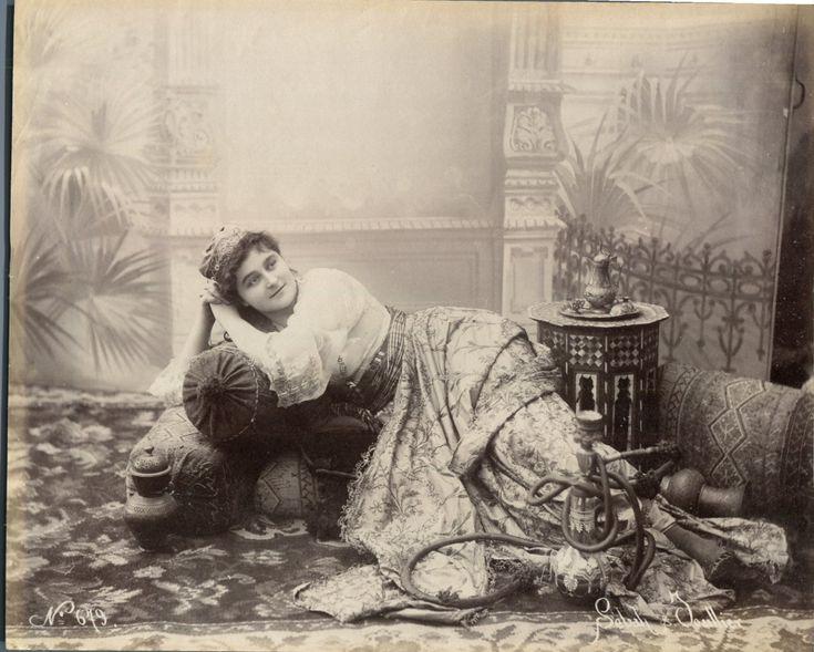 Sebah. Turquie, Femme turque, Costume d'intérieur     #Orient #Turquie_Türkiye