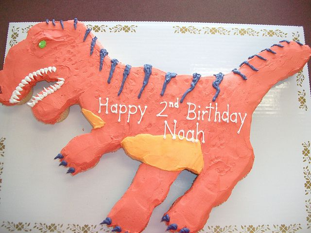 Dinosaur cupcake cake by Linda's Kitchen, via Flickr