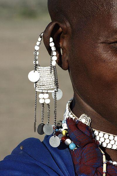 Parure d'oreille d'une femme Masaï, en Tanzanie.