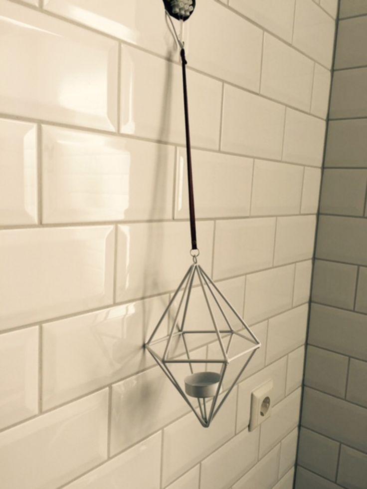 Meer dan 1000 idee n over witte tegels in de badkamers op pinterest betegelde badkamers witte - Kleur wc ...