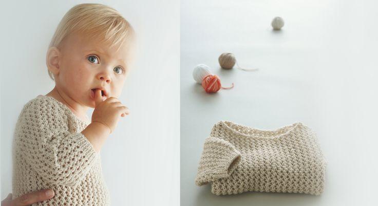 Mixte et intemporel, ce petit pull écru au point fantaisie ajouré est le cadeau de naissance idéal pour fille ou garçon. Suivez toutes nos explications pour le tricoter du 3 mois au 24 mois. ...