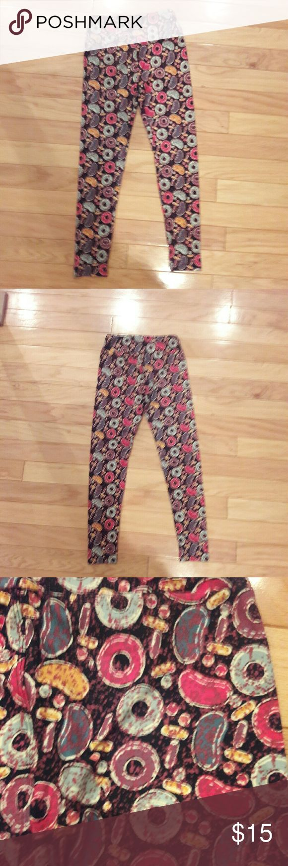 NWOT LuLaRoe Candy Leggings OS These  lularoe leggings with a candy crush pattern is the perfect lounging around or casual wear. Vibrant colors and brand new never been worn it is an excellent addition to any Lula-closet. Many consider this one of their unicorns! It is an OS . Make me an offer! LuLaRoe Pants Leggings