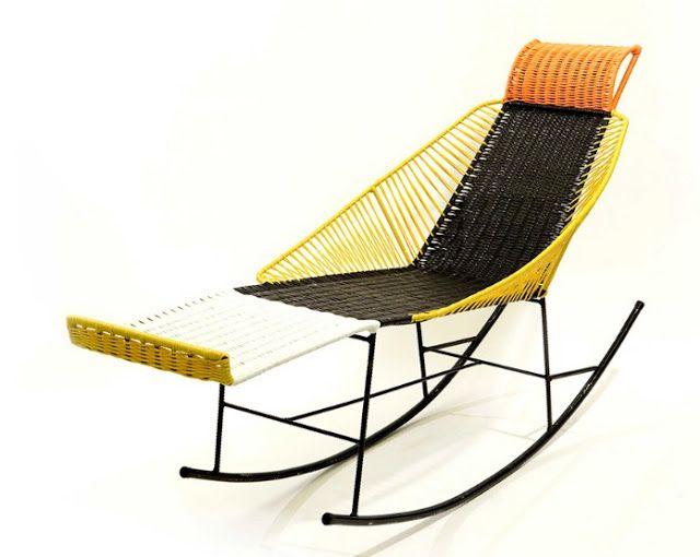 Esta colecci n de coloridas sillas mecedoras y mesas - Mecedoras de jardin ...