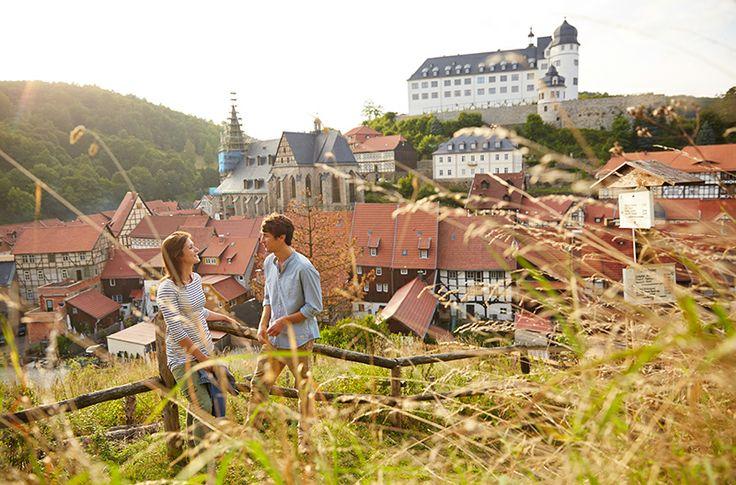 Stolberg im Harz Die kleine mittelalterliche Fachwerkstadt Stolberg liegt romantisch in vier enge Täler eingebettet auf einer Höhe von 300 bis 350 m üNN im Südharz und ist Luftkurort, historische Europastadt und Thomas-Müntzer-Stadt zugleich.