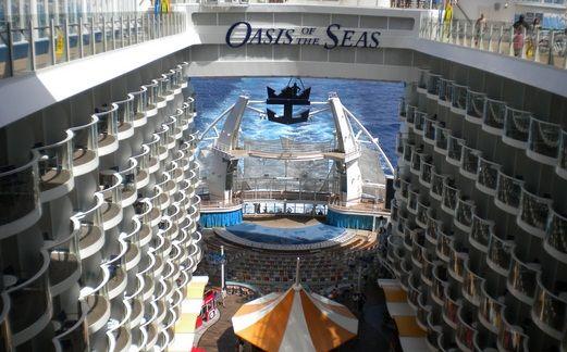 Aproape 700 de romani au cumparat bilete pentru croazierele pe care le va face din vara in Mediterana cel mai mare vas din lume, Oasis of the Seas, apartinand Royal Caribbean, care va trimite anul vii