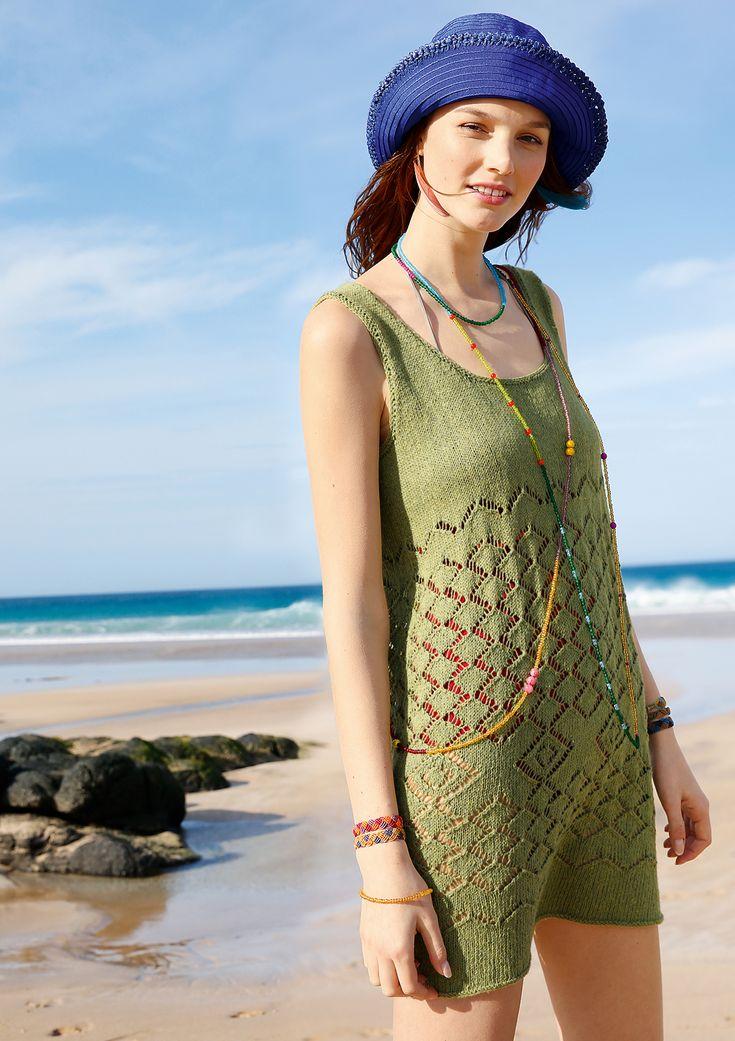 """Ein luftiges Kleid mit leichtem Durchblick: dieses ärmellose Minikleid hat einen tiefen Rundhalsausschnitt. Der obere Bereich bis kurz über der Taille wird glatt rechts gestrickt. Das Lochmuster beginnt erst danach, dadurch erlangt das Kleid eine optisch hoch sitzende Taille. Das Kleid hat eine schöne """"A""""-Silhouette und dadurch einen angenehm lockeren Sitz. Das ggh-Garn REVA macht durch seine Denim-Optik und Lässigkeit das Kleid zum Must-have der Sommer Garderobe."""