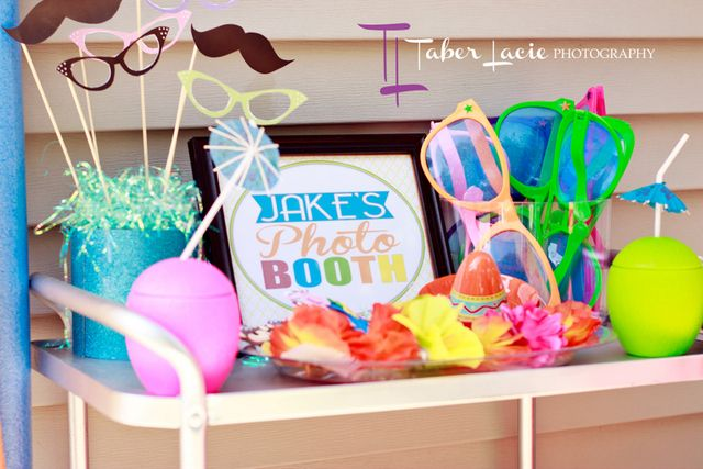 Cute summer photo booth props #photobooth