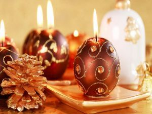 velas en forma de esferas para la cena de navidad