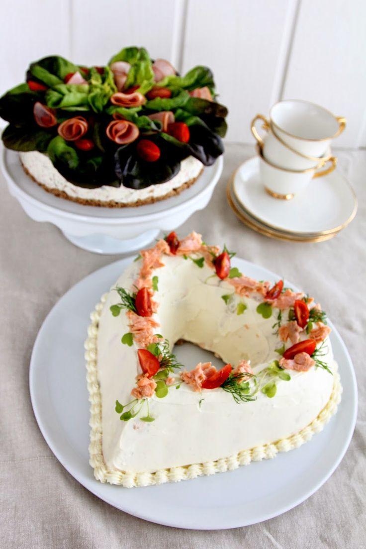 Pullahiiren leivontanurkka: Juhlaleivonnaiset: Voileipäkakkuja kahdella tapaa (vaihekuvilla)