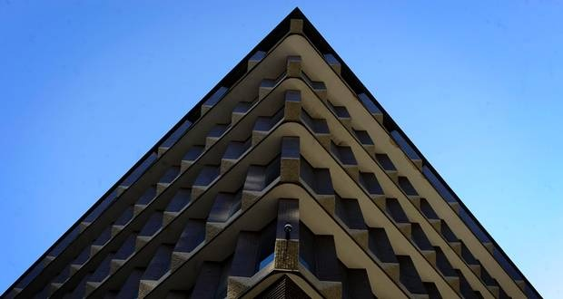 This building is an example of the brutalist style of architecture. Here, the rough concrete lines of the building stand out. (Kevin Van Paassen)