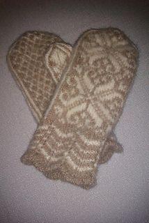 Several mittens knitted og felted.